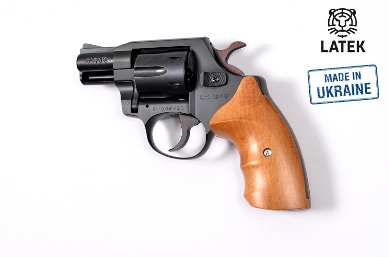 Травматический револьвер Latek SAFARI 820G, буковая рукоятка